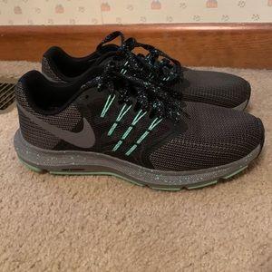 Nike Run Swift Tennis Shoes